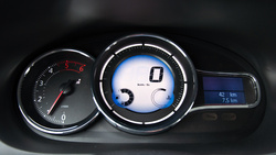 Valamiért nagyon megszerette a Renault ezeket az LCD-s izéket