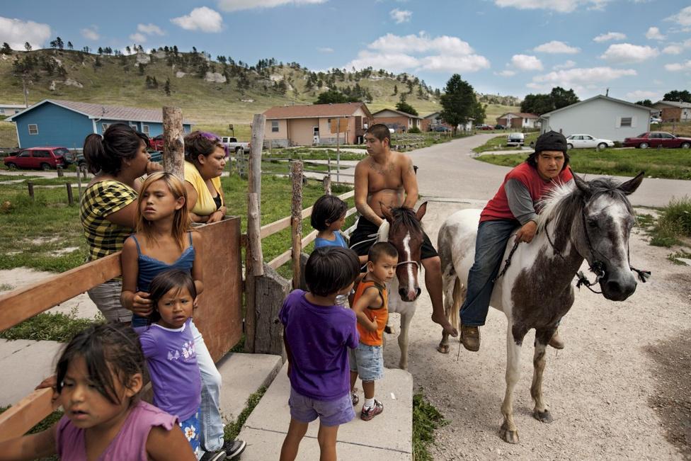 Korunk kihívásai, sorozat - Harmadik hely Az őslakos indiánok tehetetlen mindennapjai a Pine Ridge rezervátumban.