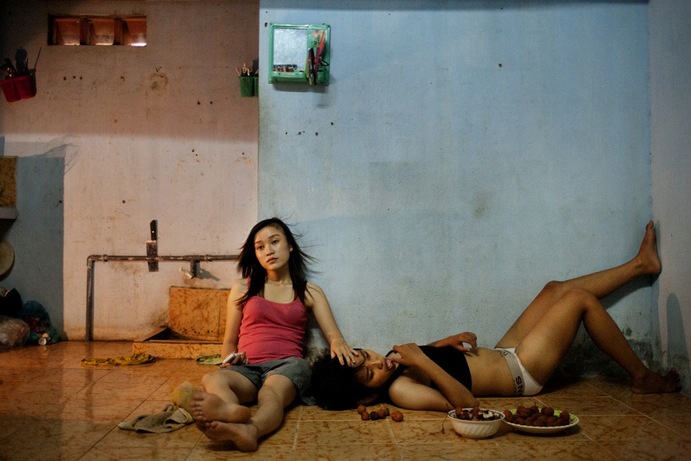 Korunk kihívásai, sorozat - Első hely                         Leszbikus pár Vietnamban. A vietnami kommunista vezetés elsőként lépheti meg az ázsiai országok közül, hogy engedélyezi azonos neműek házasságát.