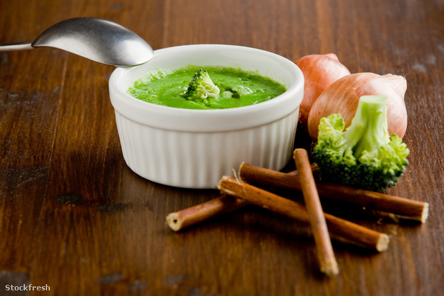 stockfresh 1298240 broccoli-soup sizeM