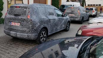 Olvasói kémfotókon az új Dacia