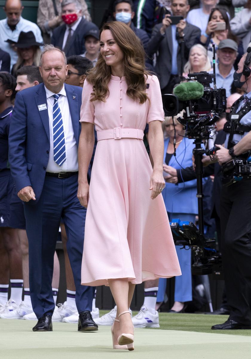 Katalin hercegné egy rózsaszín Beulah London kreációt viselt a teniszbajnokság záró napján.