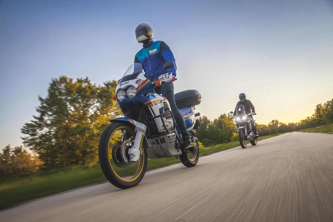 A Dakarban a marketingpotenciált először a Yamaha látta meg, az első győzelmeik az egekbe repítették az XT sorozat eladásait, és később a Yamaha YZE 850T a Super Ténéré sorozat is megalapozta. A Honda az Africa Twin után már nem tett sok energiát a sorozatba, egészen a 2013-as visszatérésig.