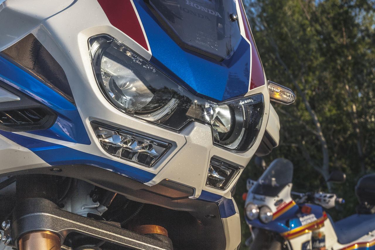 Az NXR750 versenymotorral először 1986-ban nyertek, majd Cyril Neveu 1987-ben is megvédte a címet, majd Edi Orioli és Gilles Lalay a következő két évben is behúzták a sivatagi versenyt a továbbfejlesztett NXR800V-vel. A következő Honda győzelemre 2020-ig kellett várni. Tehát az XR750V kizárólag a múltból élt, több mint 10 éven keresztül. És nem is akár hogyan, hiszen a 2016-ban bemutatott CRF1000L Africa Twin is egyből sikeres lett, pedig a Dakar már régóta nem olyan népszerű, mint a 80-as években, amikor a nézettsége a MotoGP-vel és a Formula-1-gyel vetekedett.