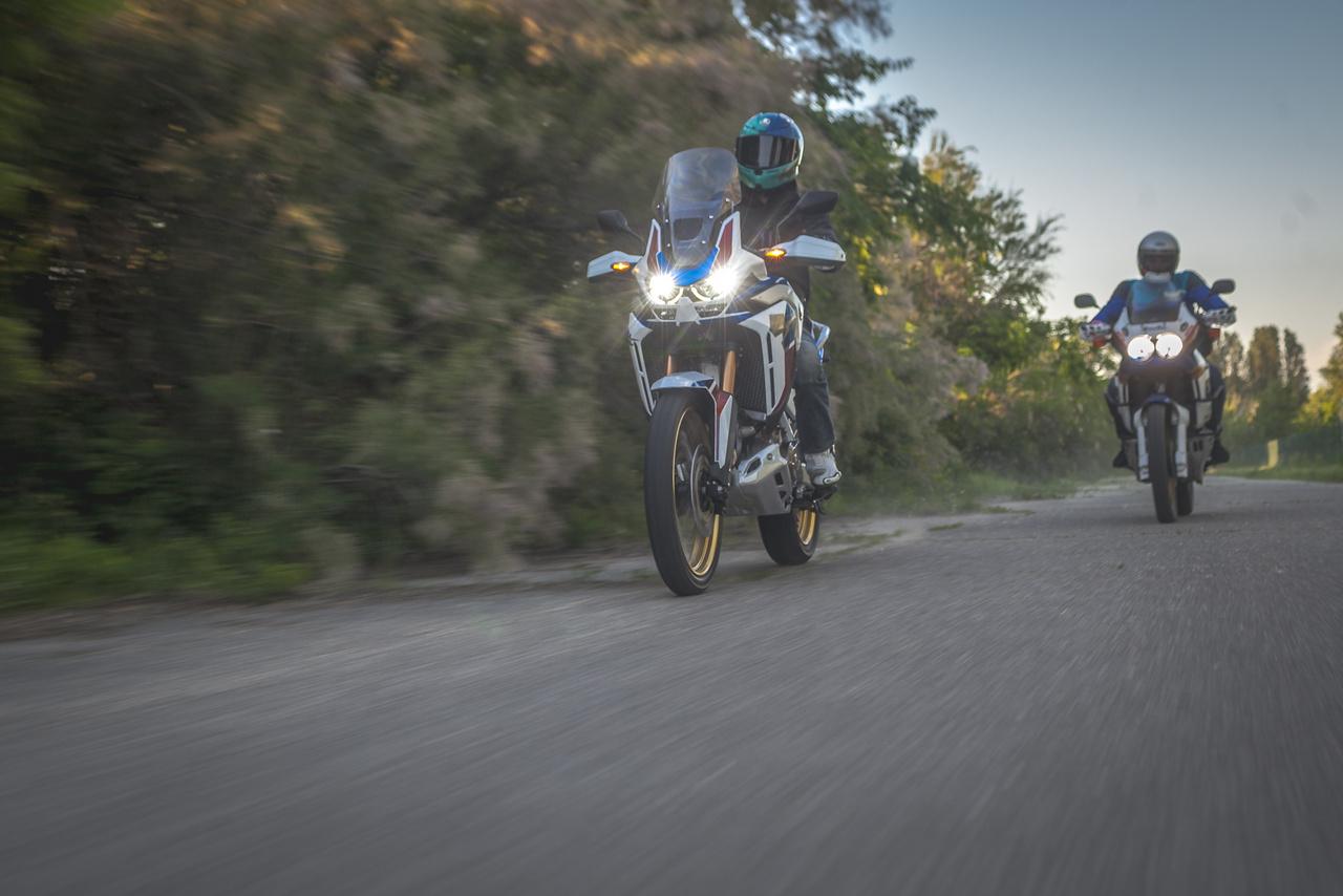Az Afrika Twin atyja, Tomonori Mogi kilóg a Honda legendás tervezői közül, ugyanis nem márka saját nevelése, a Kawasakitól érkezett, ahol előtte 12 évet töltött, és olyan motorokon dolgozott, mint a Z1300. A Hondánál a Dominator, az Africa Twin és a GL1800 Gold Wing is a nevéhez fűződik, majd 2002-ben átigazolt a Honda brazil részlegére.