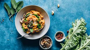 Gnocchi kéksajttal és gombával – vega különlegesség, amit friss zellerrel dobtunk fel