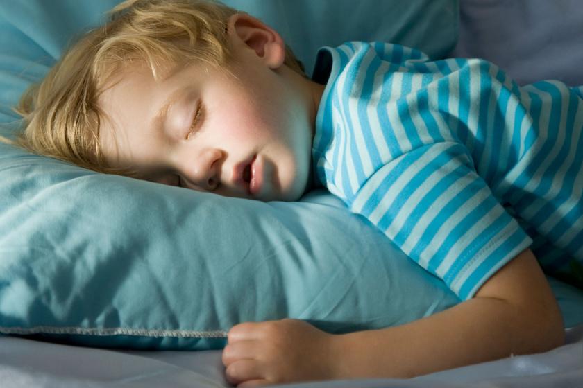 alszik-kisfiu
