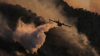 Amint eloltják a lángokat, újabbak keletkeznek a Görögországban tomboló erdőtüzekben