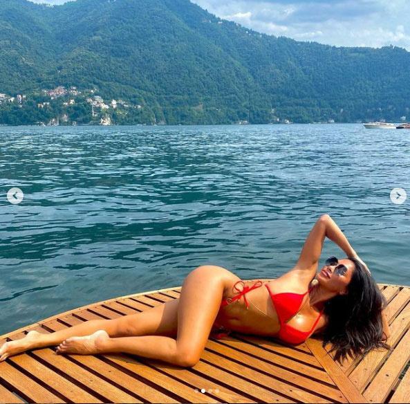 Ez a dögös kép a Comói-tónál készült róla.