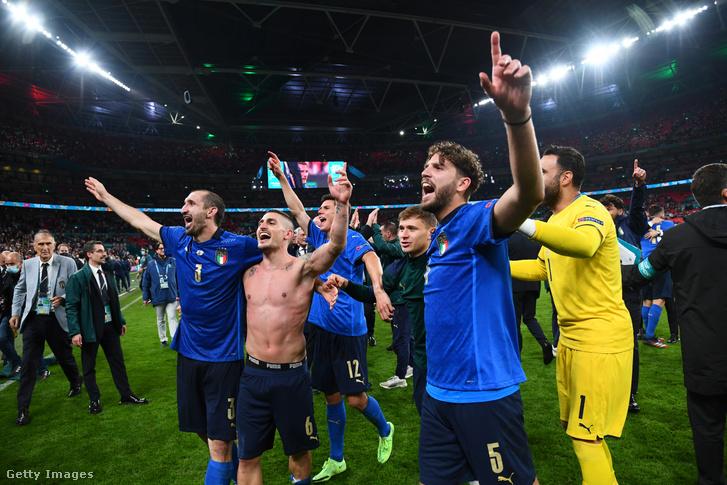 Sokan nem is tudják, Salvatore Sirigu (jobbra) mennyit számít az olasz válogatottnak