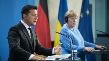 Angela Merkel: Berlin komolyan veszi Ukrajna aggodalmait
