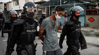 Tüntetések a kormány ellen Kubában, legalább száz embert letartóztattak