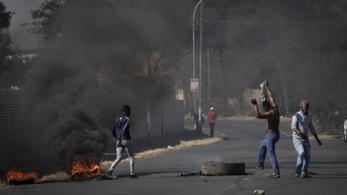 Börtönbe került az elnök, lángba borult Dél-Afrika