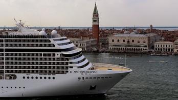 Az olasz kormány végleg kitiltotta Velencéből a monstrumokat