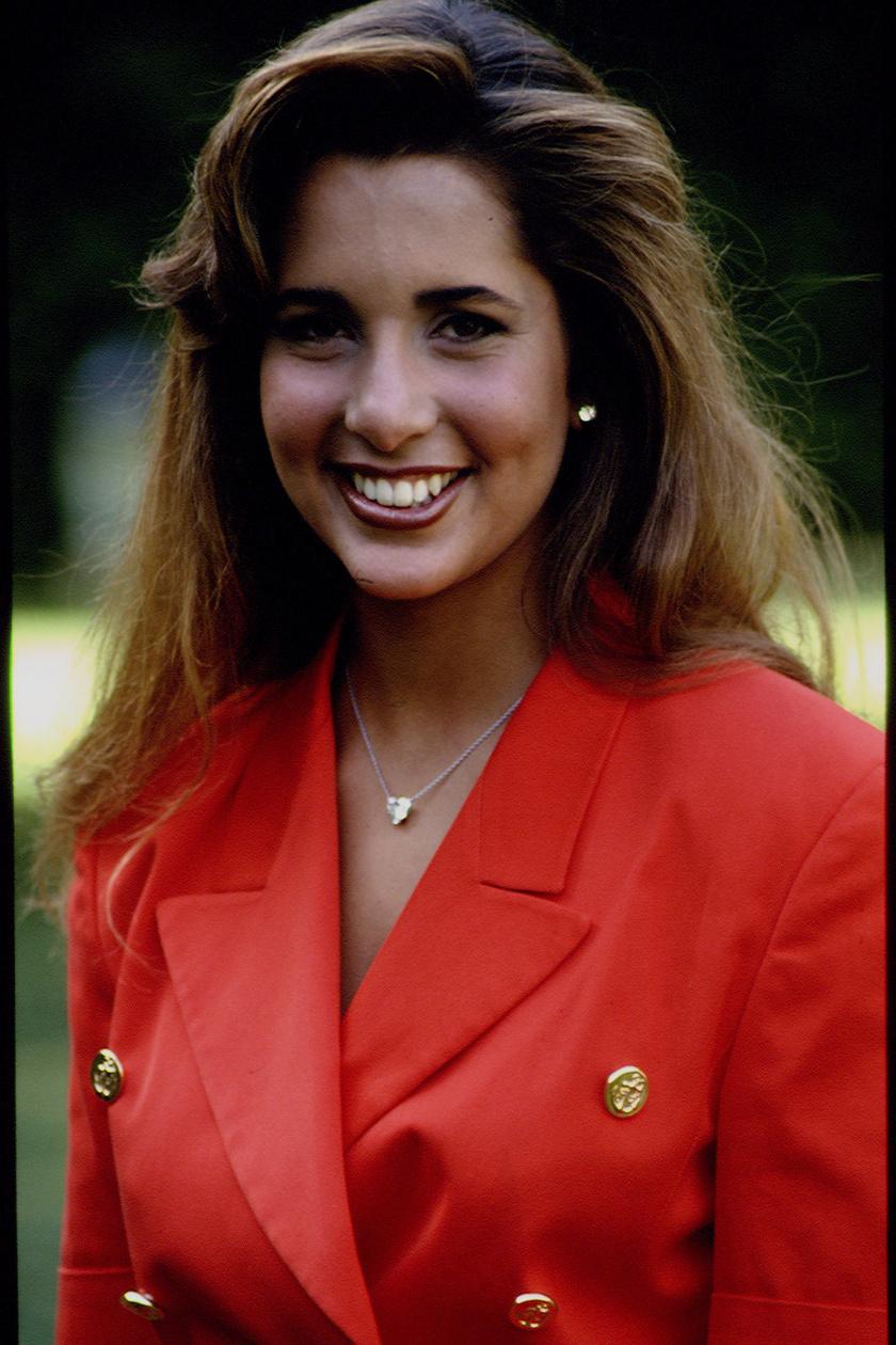 1993 augusztusában így mosolygott a kamerába, ekkor volt 19 esztendős.