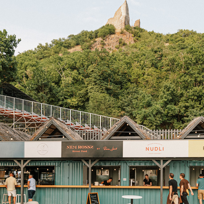 Michelin-csillagos éttermek a Szigliget Várudvarban - Gyönyörű panoráma és minőségi ételek várnak