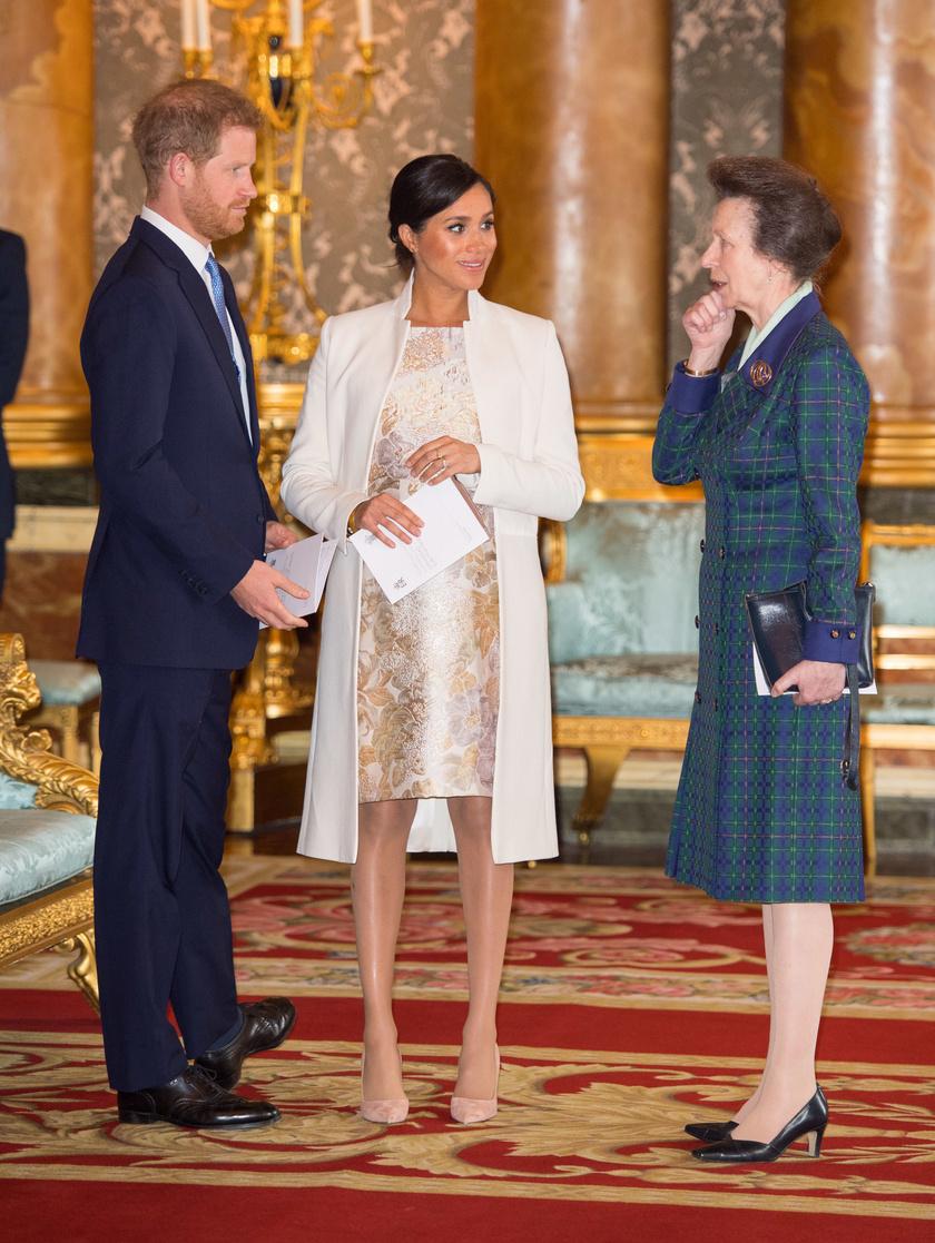 Harry, Meghan és Anna 2019 márciusában.