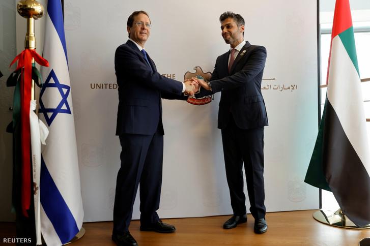 Jichák Hercog és Mohamed al-Khadzsa az Egyesült Arab Emírségek tel-avivi nagykövetségének megnyitásán 2021 július 14-én