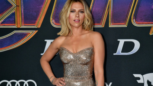 Tényleg látványos, mennyire hasonlít ez a lány Scarlett Johanssonra