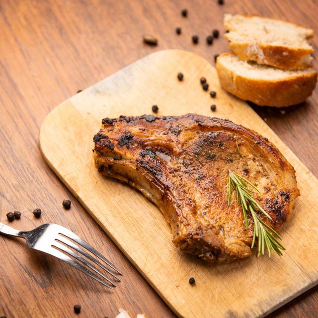 Hirtelensült, omlós, szaftos sertésszelet: a fokhagymás páctól lesz olyan finom