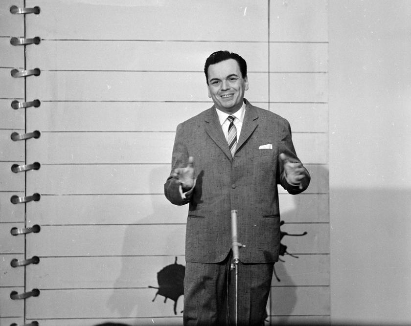 Rátonyi Róbert színművész 1964-ben a Magyar Rádió 6-os stúdiójában.