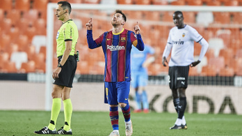 Messi féláron marad még öt évig a Barcánál