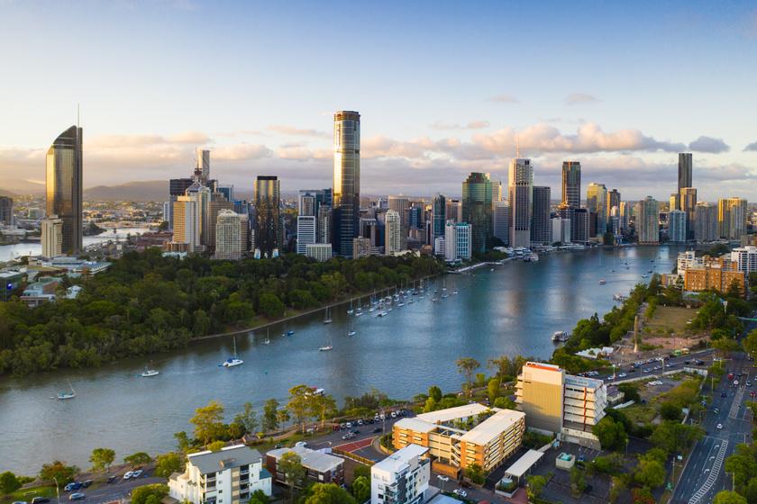 A top 10-es lista végén Ausztrália harmadik legnagyobb városa, Brisbane végzett. A város a természeti környezet és a remek közbiztonság miatt is vonzó az itt letelepedni vágyók számára.