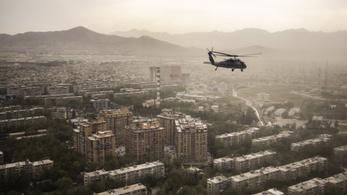 Megkezdi az Egyesült Államok az amerikaiakat segítő afgánok kimenekítését