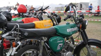 Benzinszagú nosztalgia és öldöklő küzdelem: egekben a Simsonok ára