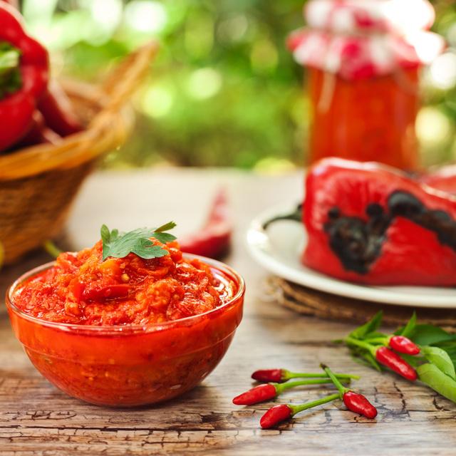 Házi ajvár eredeti szerb recept szerint: a legfinomabb kence grillezett húsokhoz