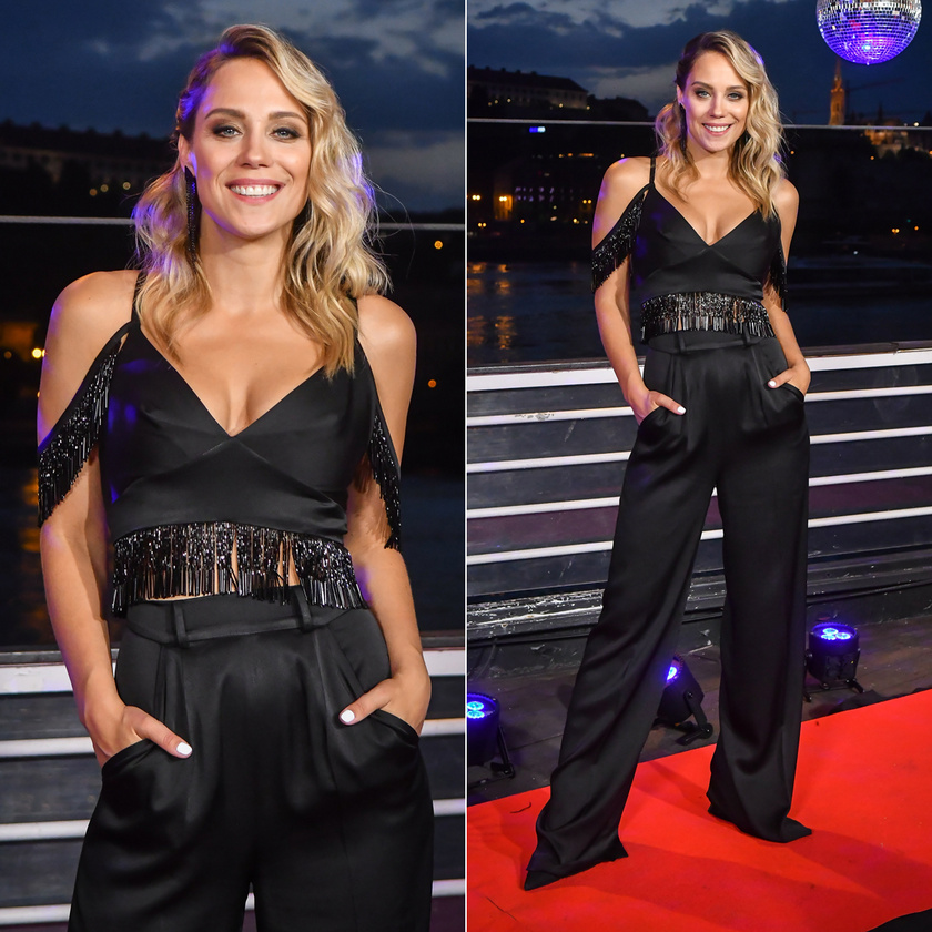 Lékai-Kiss Ramóna fekete nadrágban és ugyanolyan színű, szexin dekoltált topban mutatta be a Dancing with the Stars 2. évadának szereplőit.
