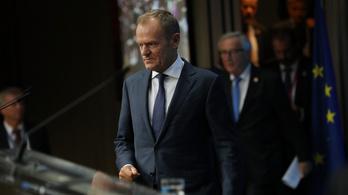 Áll a bál a lengyeleknél, véletlenül kiléphet az EU-ból az ország