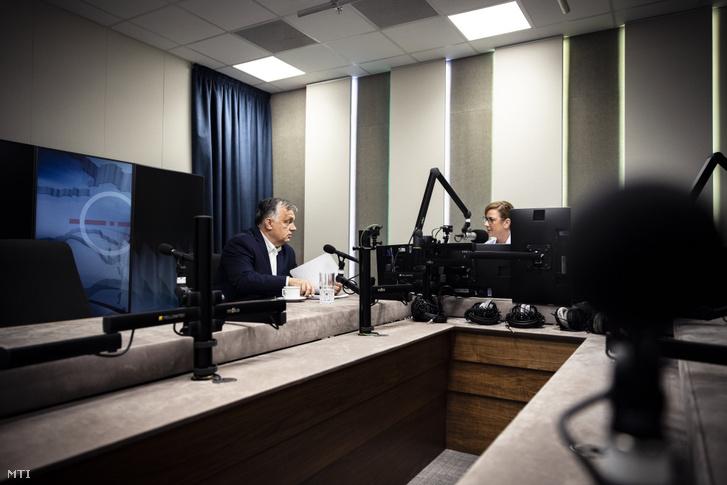 Orbán Viktor kormányfő interjút ad a Jó reggelt, Magyarország! című műsorban a Kossuth rádió stúdiójában 2021. július 16-án
