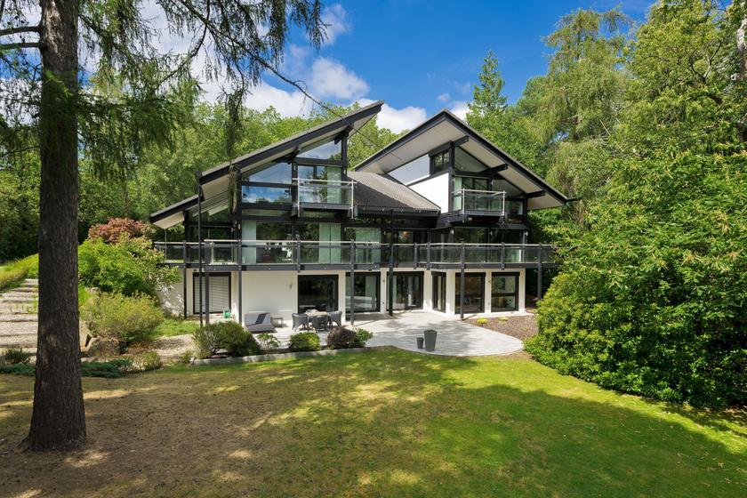 Antonio Banderas a Londontól 30 kilométerre eső Surrey-ben vette meg ezt a gyönyörű házat még 2015-ben.
