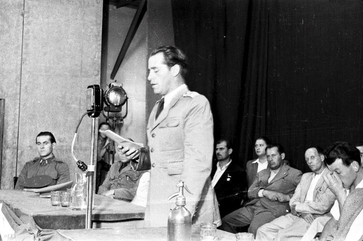 1948. július 27. – Sólyom László altábornagy beszédet mond. Az új demokratikus hadsereg és a munkásosztály viszonyát bemutató gyűlést szervezett a Magyar Dolgozók Pártja. Egy-egy tábornok és a párt egy-egy vezetője tartott ismertetőt