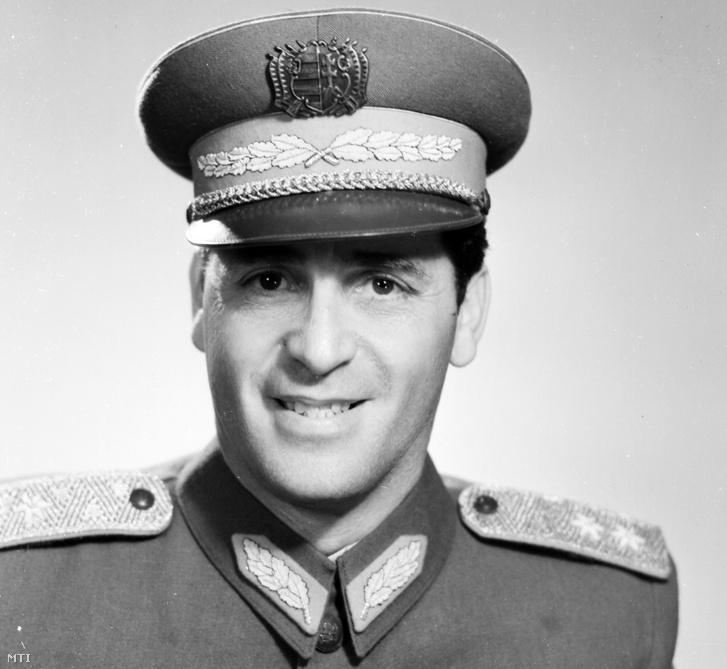 Sólyom László altábornagy portréja. Műtermi felvétel. A felvétel készítésének pontos ideje ismeretlen