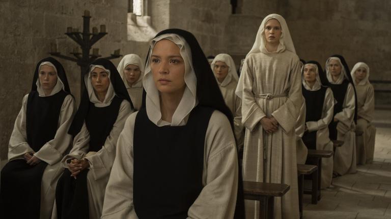 Ma leszbikus apácákkal küzd meg a magyar feleség