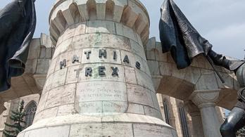 Megint megrongálták Mátyás király kolozsvári szobrát