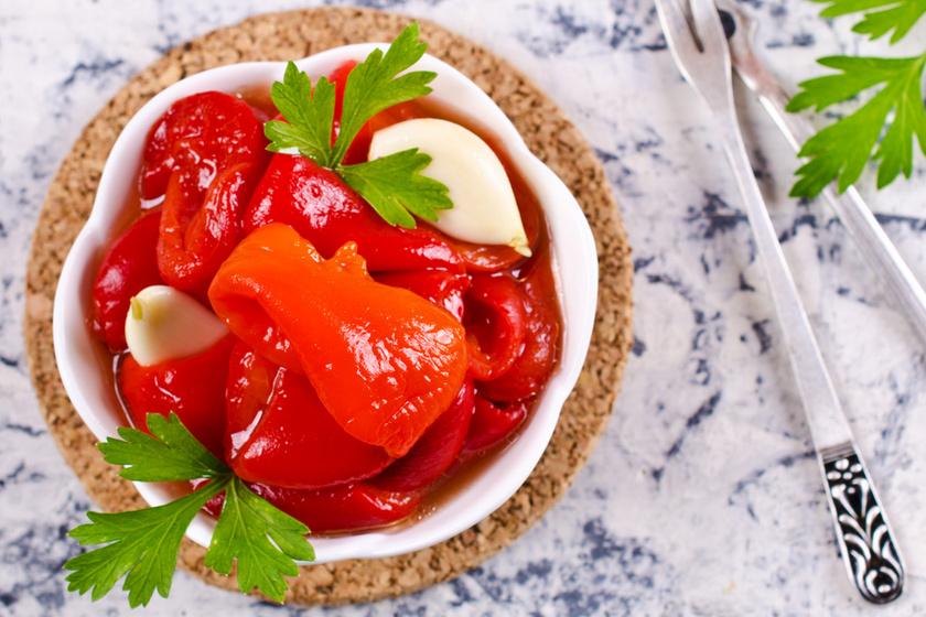Sült paprika olajban eltéve: sokoldalúan felhasználható finomság