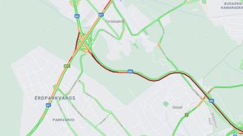 Araszolnak az autók az M7-esen, Románia felé 7 kilométeres a kamionsor