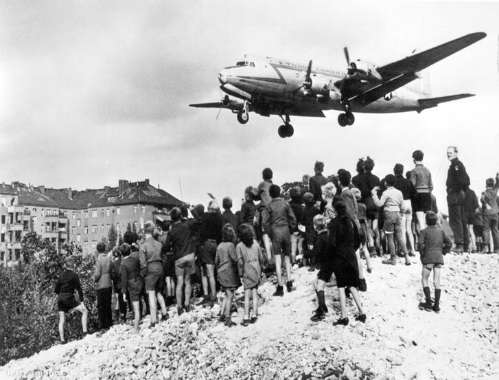 Amerikai repülőgép 1948. márciusában Nyugat-Berlinben