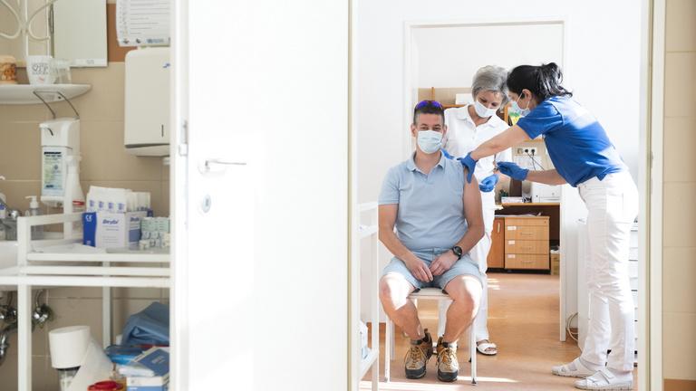 Harmadik oltás: napokon belül jön az orvosi protokoll