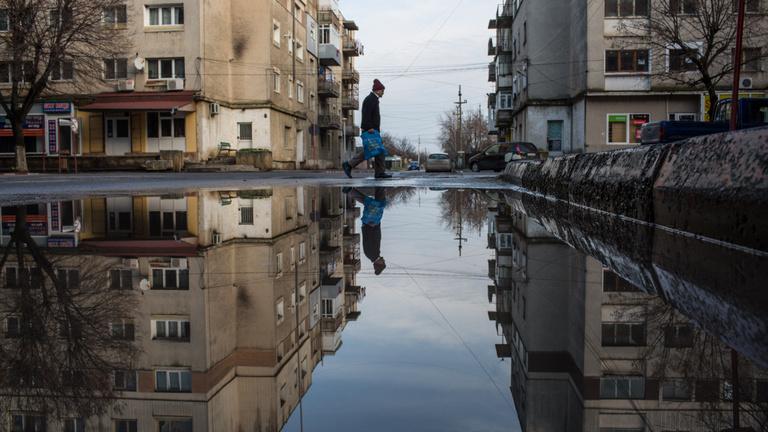 Romániai áradások: több száz embert kellett kitelepíteni