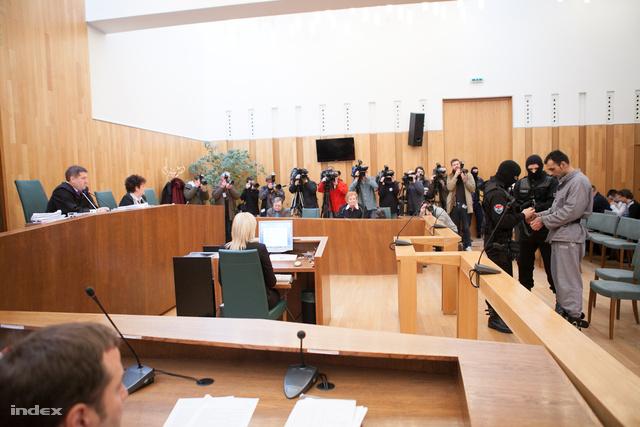 A pert Pécsett tárgyalják, az első három napon több mint ötven embert hallgatnak meg.