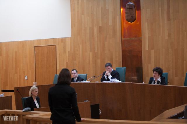 Az áldozat barátnőit, munkatársait is beidézte a bíróság.