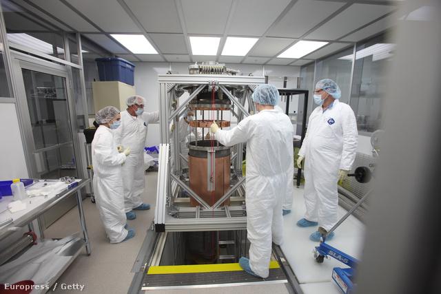 A sötét anyag részecskéinek elfogására  tervezett LUX műszer