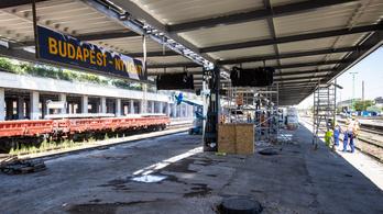 Csúsznak a munkák, korlátozásokat léptettek életbe a Nyugati pályaudvaron