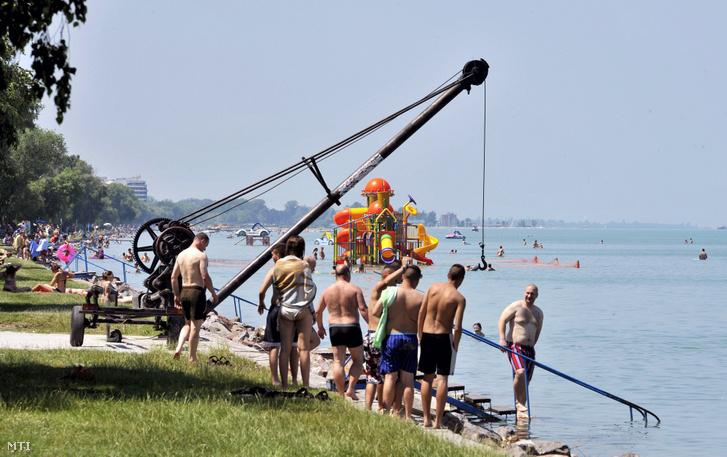 Strandolók a siófoki Aranyparton