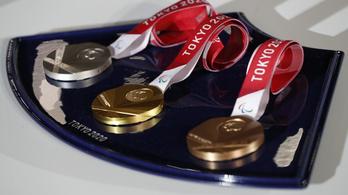Kartonágyakon alszanak, és hulladékból készült érmekért küzdenek olimpikonjaink