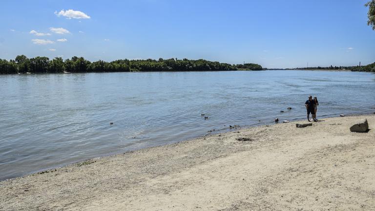 Hatalmas árhullám tart Magyarország felé a Dunán